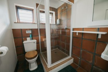 The Village Lodge -Sunbird Bathroom