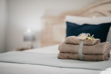 The Village Lodge Whitepear Towels